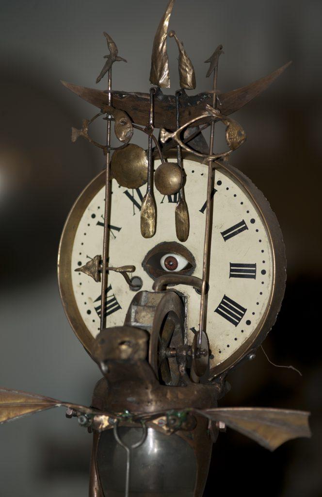Часы абсурда